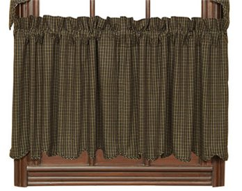 Kettle Grove Plaid Scalloped Tiers 24 x 36