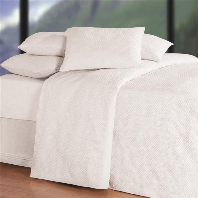 Hampton Matelasse Soft White Twin Quilt