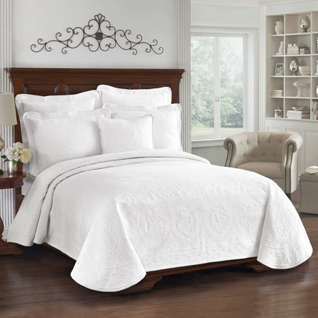 King Charles Matelasse White King Size Coverlet