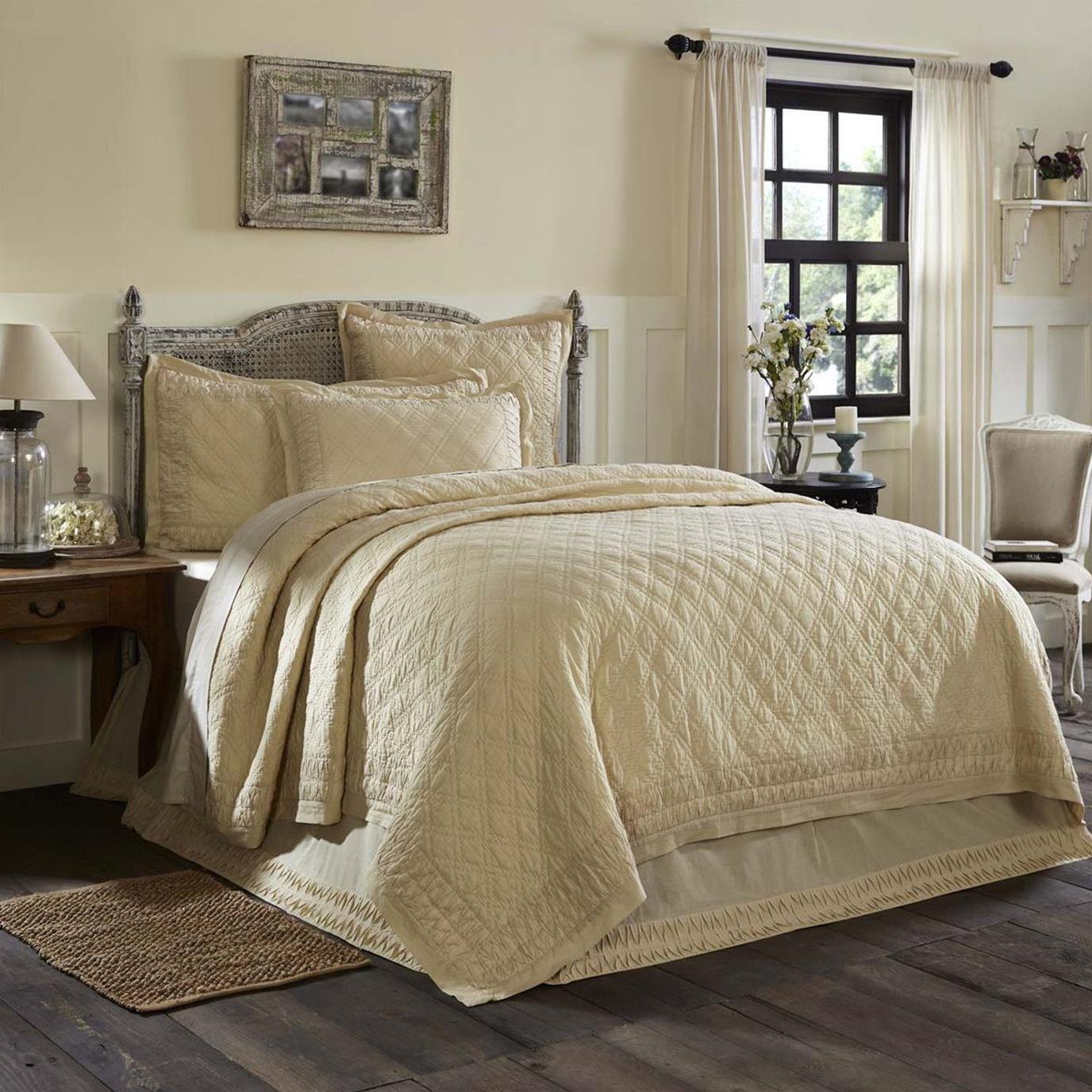 Adelia Creme King Quilt 105Wx95L