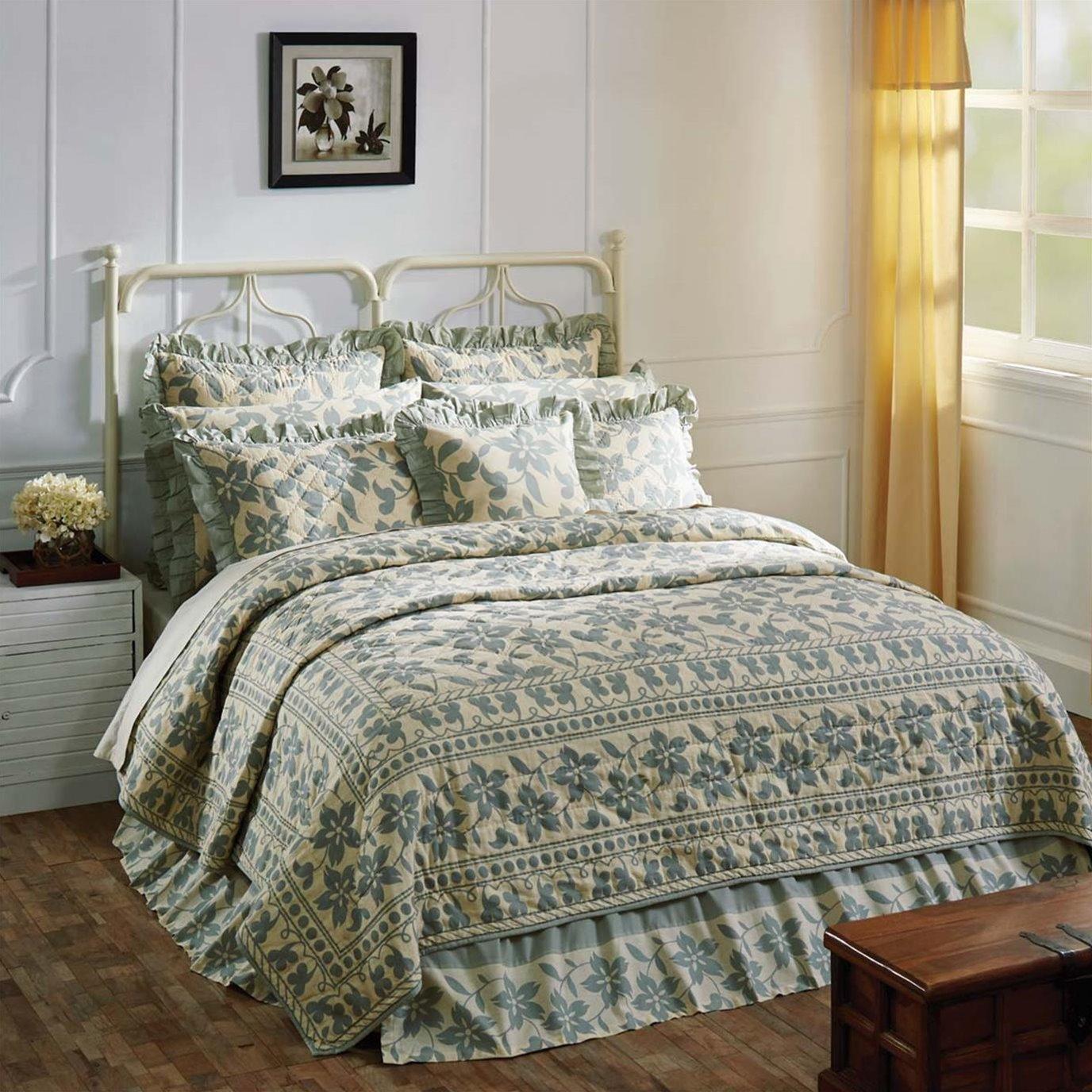 Briar Sage King Quilt 105Wx95L