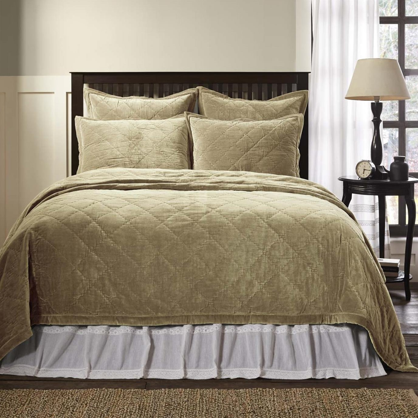 Lydia Taupe Queen Quilt 92Wx92L