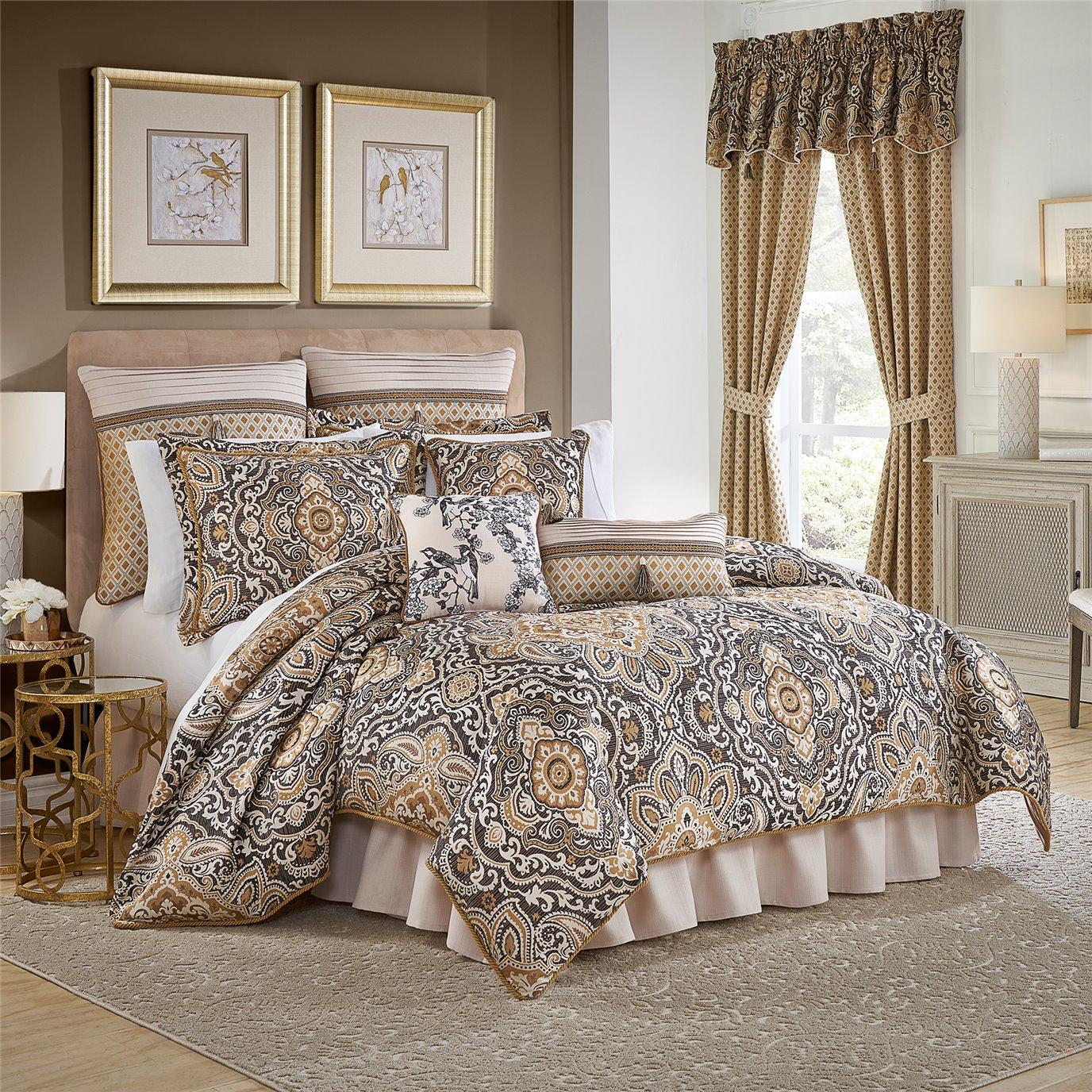 Philomena Queen 4 Piece Comforter set