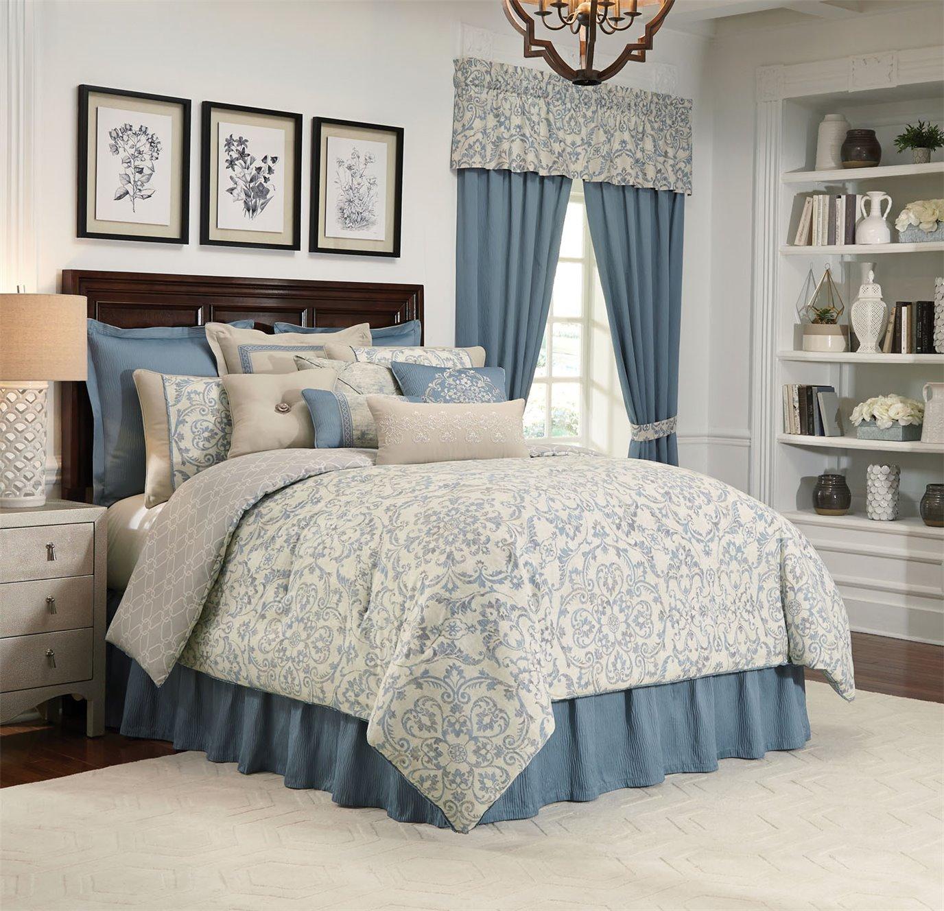 Placio 4 Piece Queen Comforter Set
