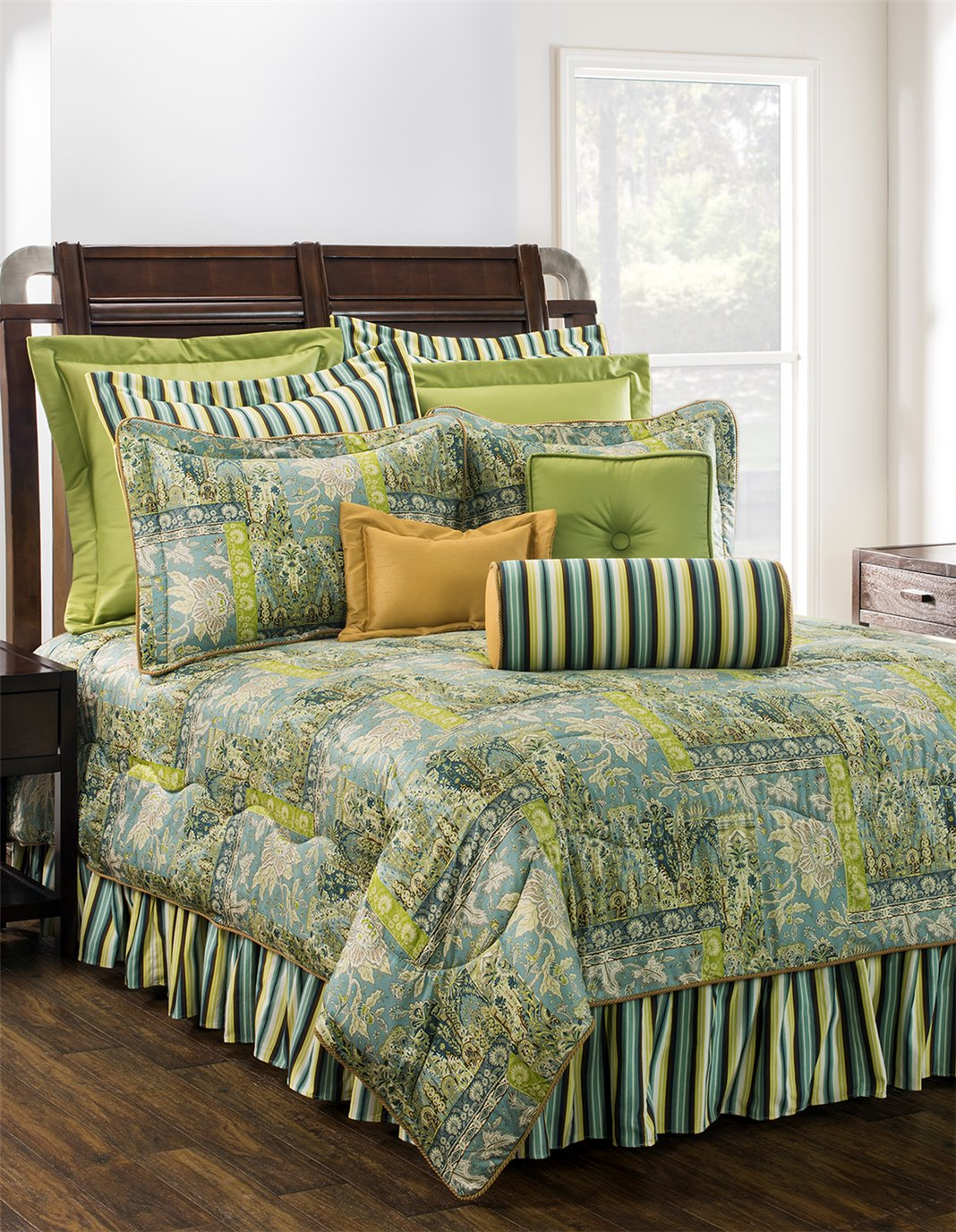 """Tangier Queen Comforter Set with 18"""" Drop Bed Skirt"""
