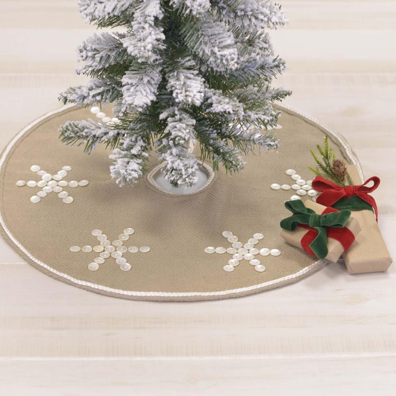 Pearlescent Mini Tree Skirt 21