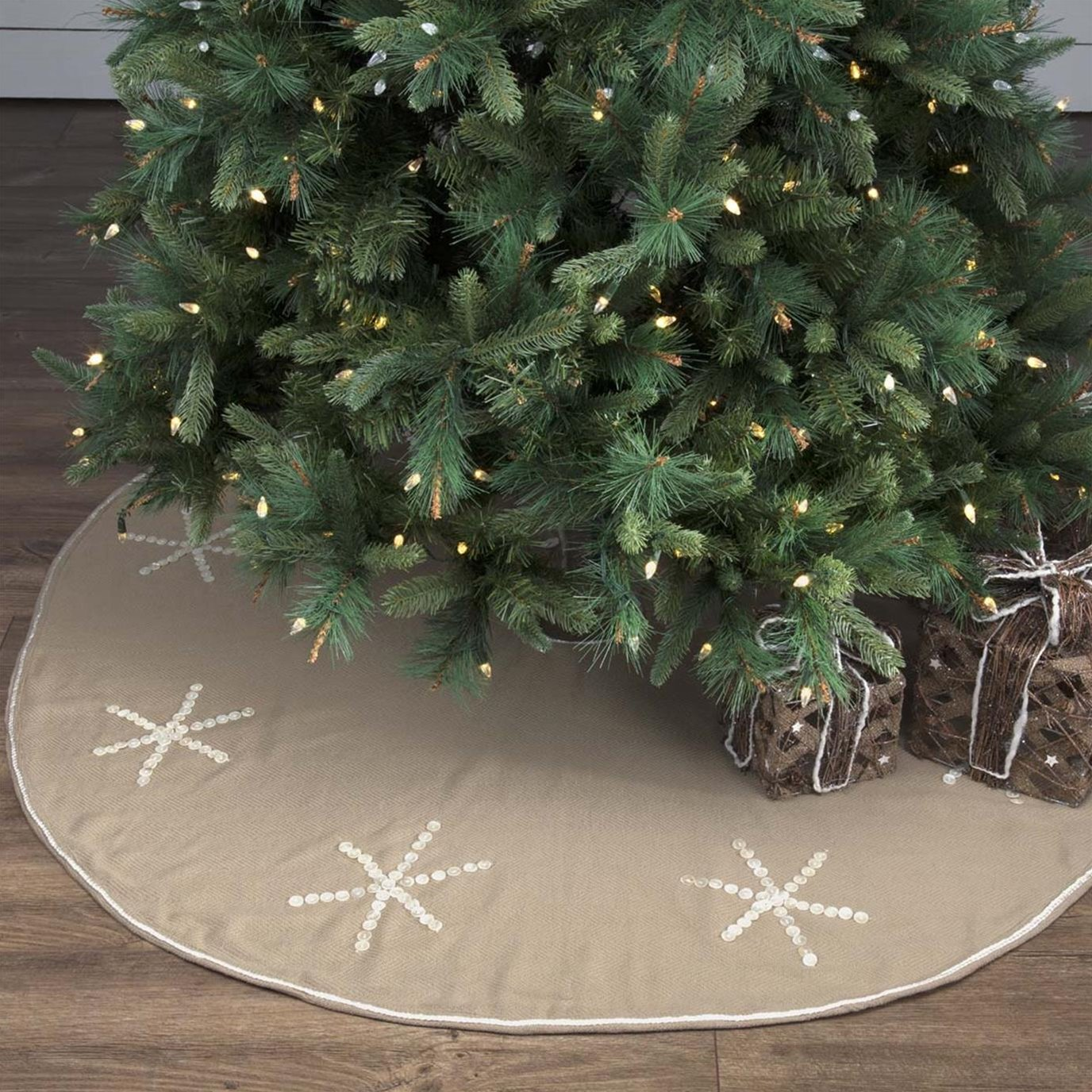 Pearlescent Tree Skirt 55
