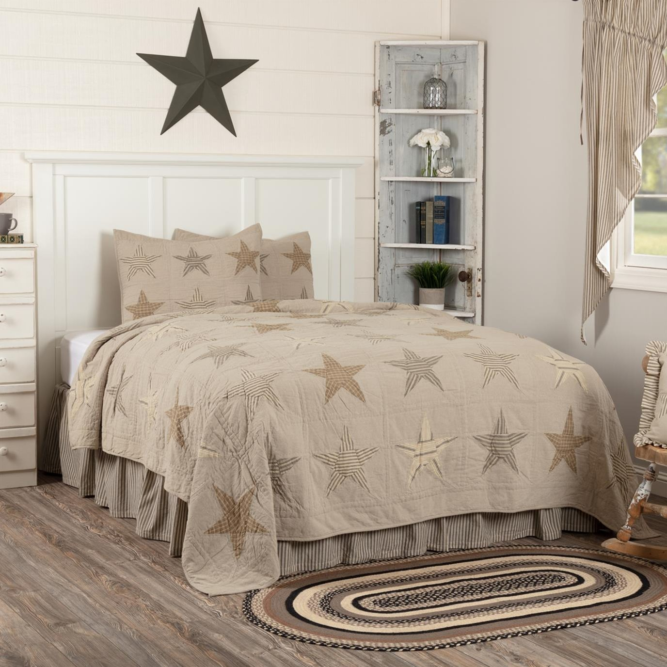 Sawyer Mill Star Charcoal Queen Quilt Set; 1-Quilt 90Wx90L w/2 Shams 21x27