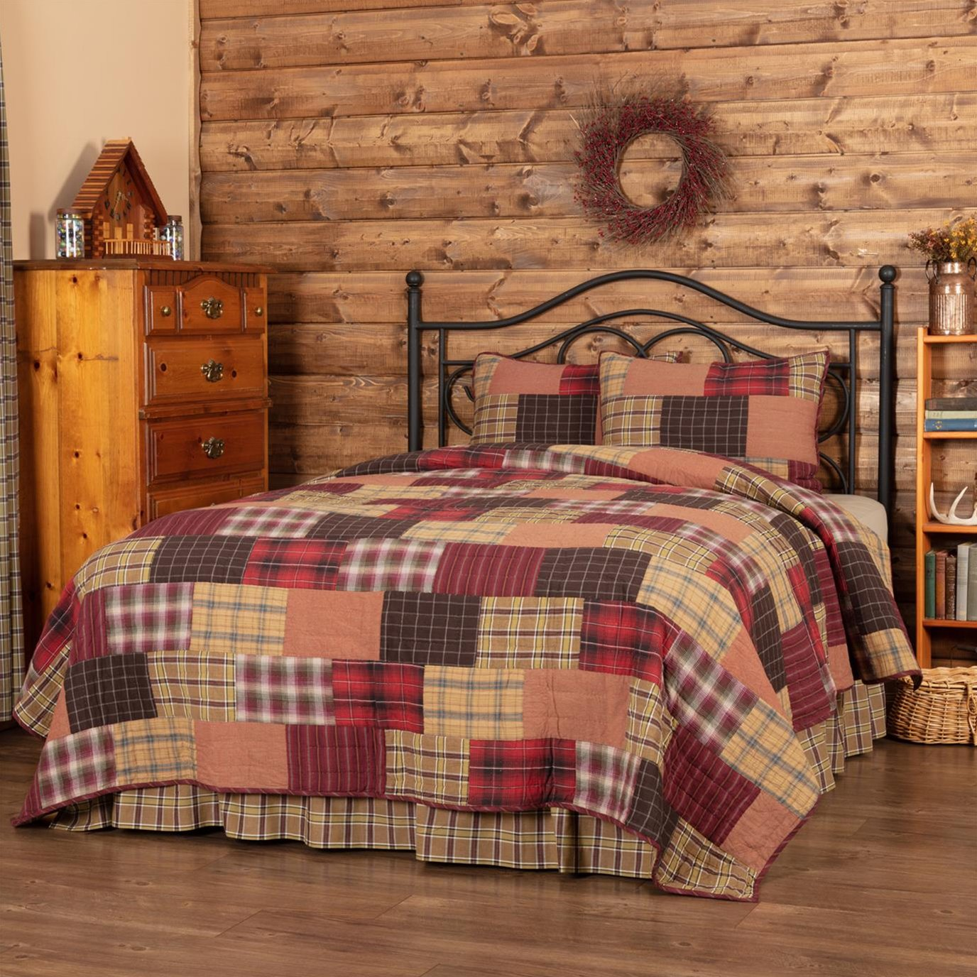 Wyatt California King Quilt Set; 1-Quilt 130Wx115L w/2 Shams 21x37