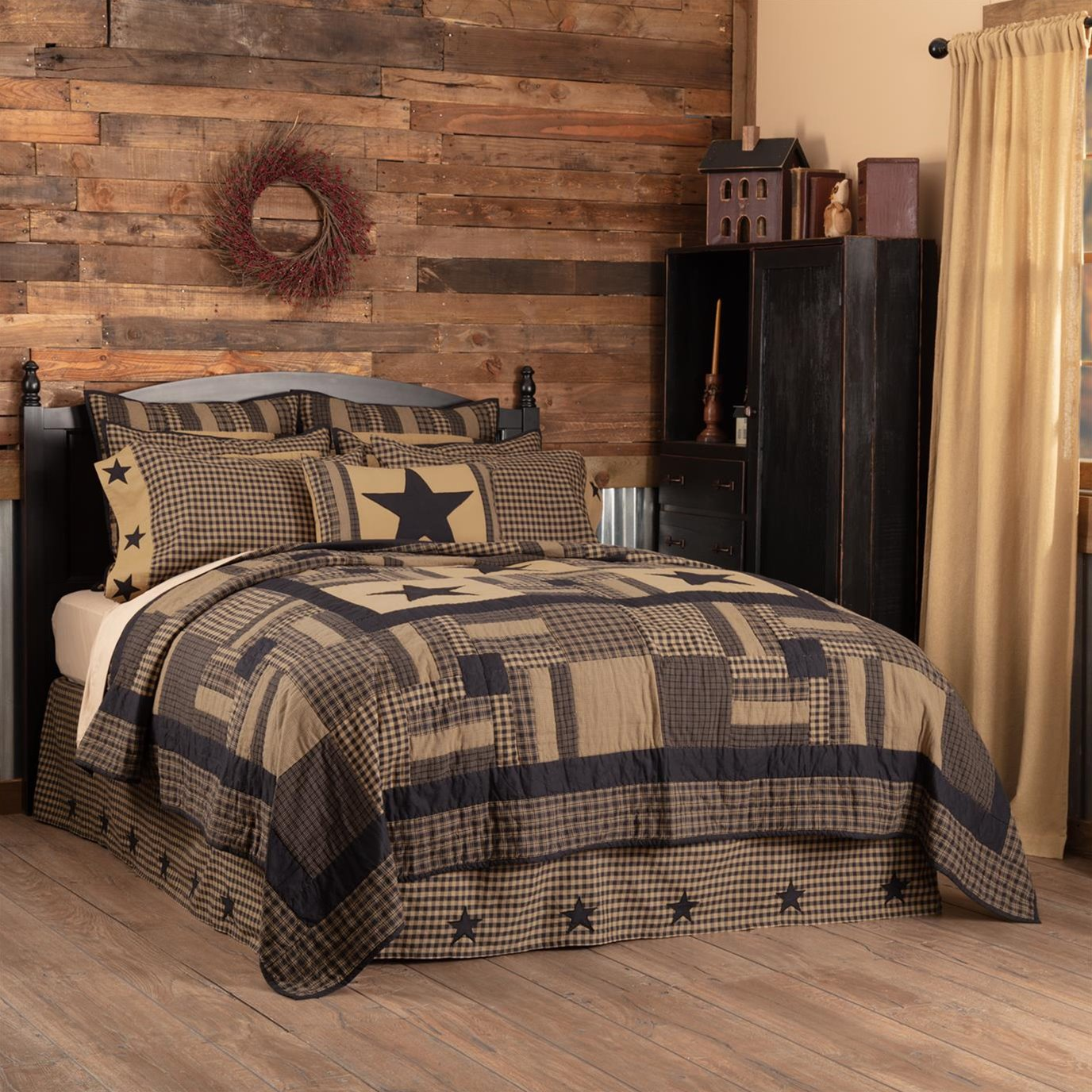 Black Check Star California King Quilt 130Wx115L