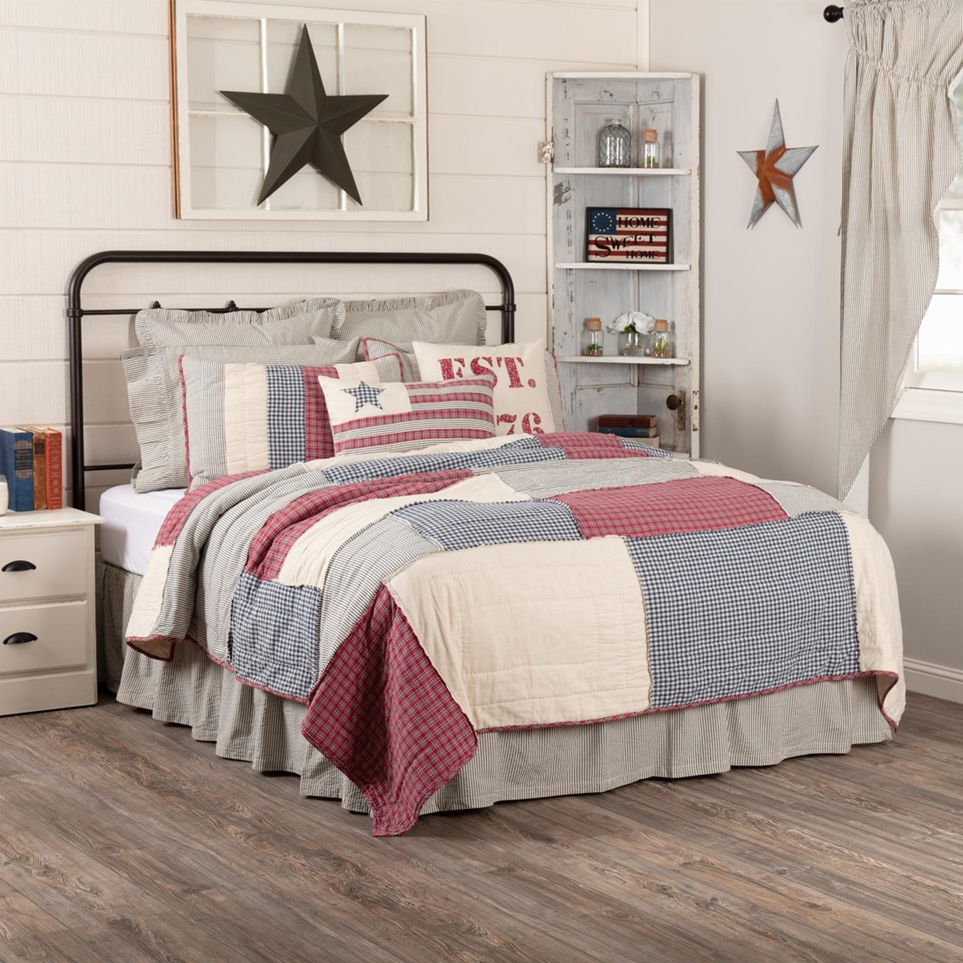 Hatteras Patch Luxury King Quilt 120Wx105L
