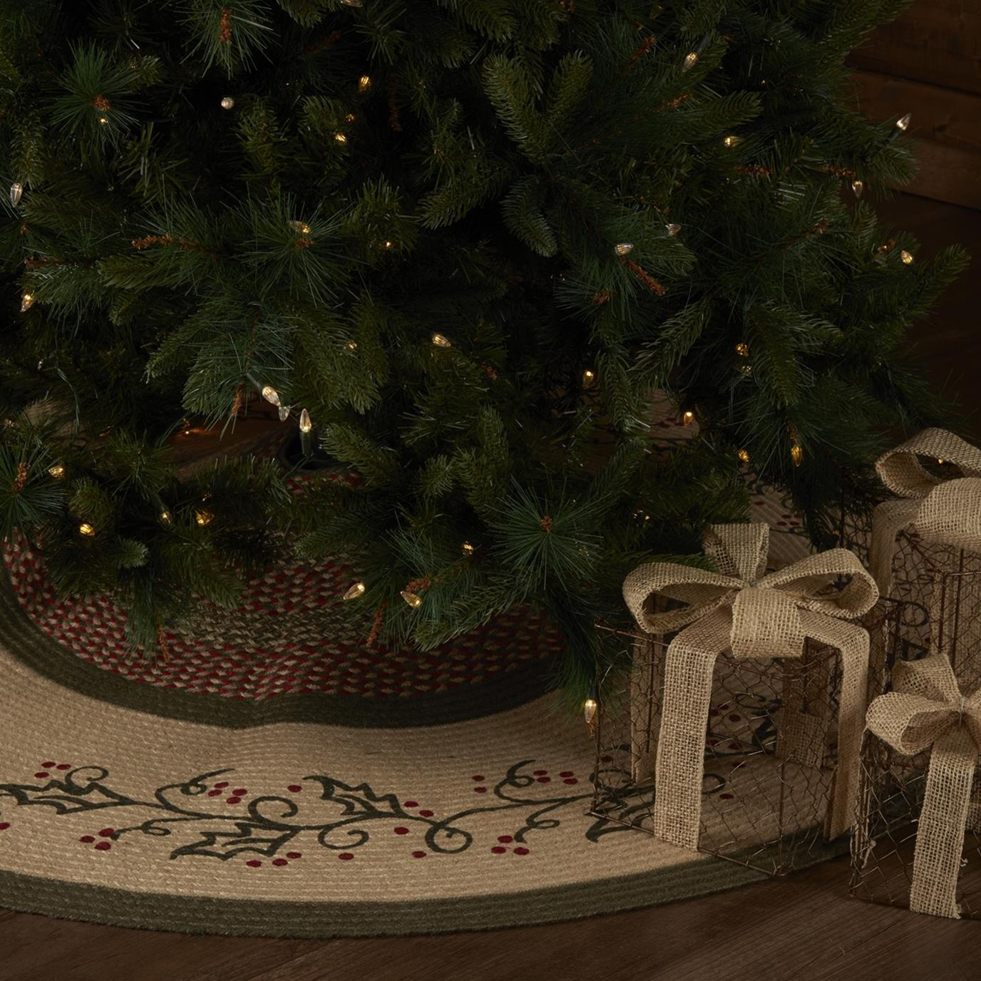 Holly Berry Jute Stencil Tree Skirt 60