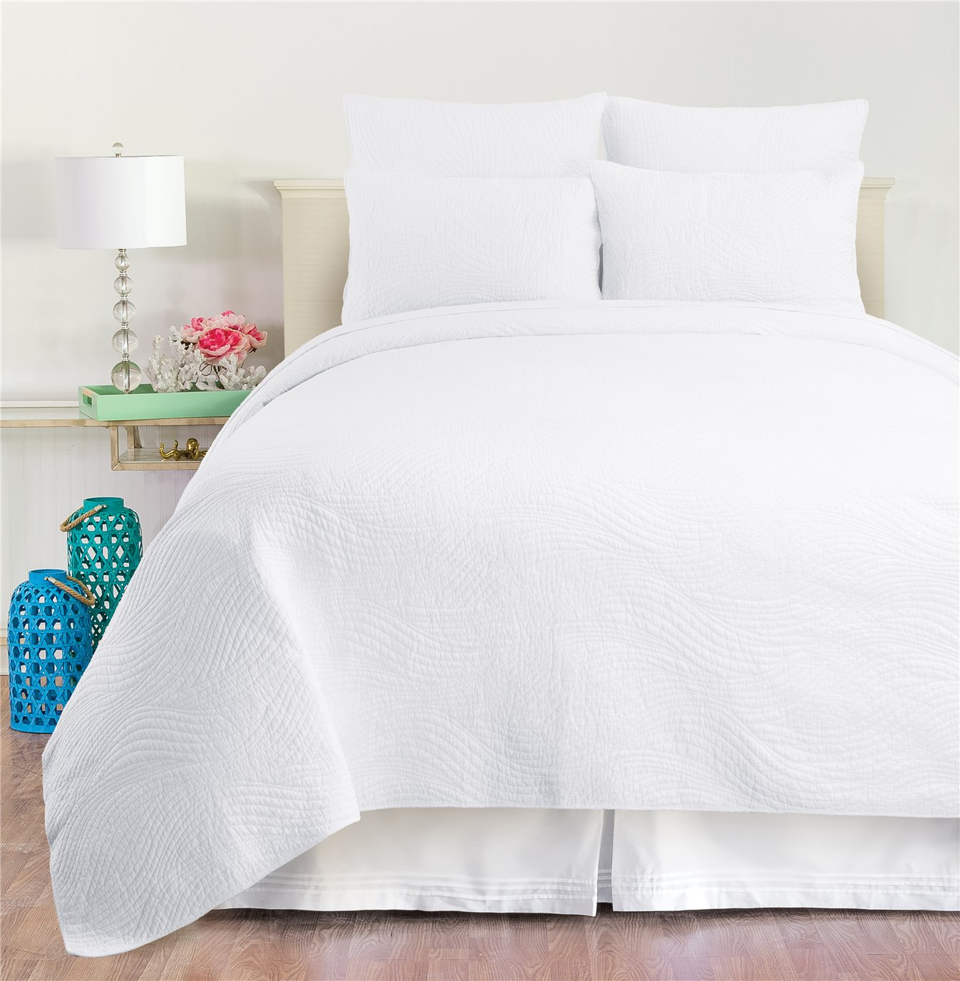 Tranquil Waves White Queen Quilt Set