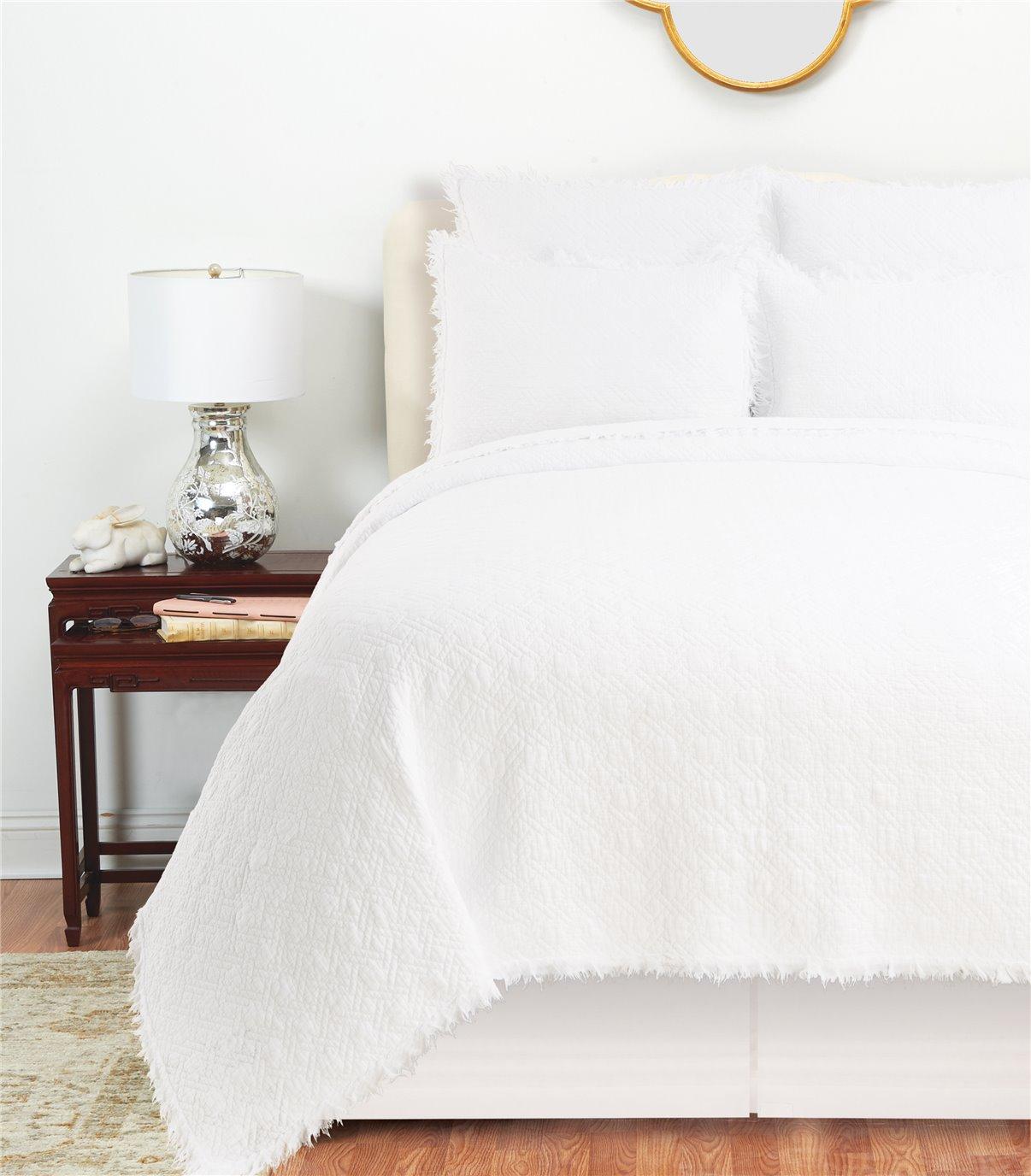 Trellis White Queen Quilt Set