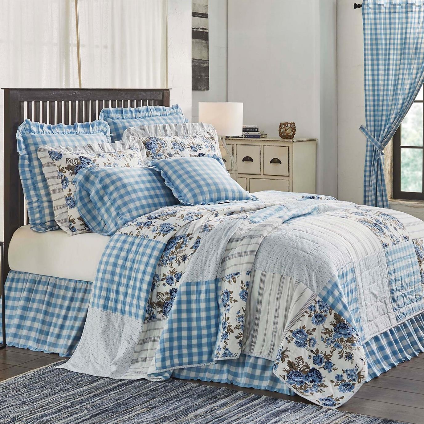 Annie Blue Floral Patch King Quilt 105Wx95L