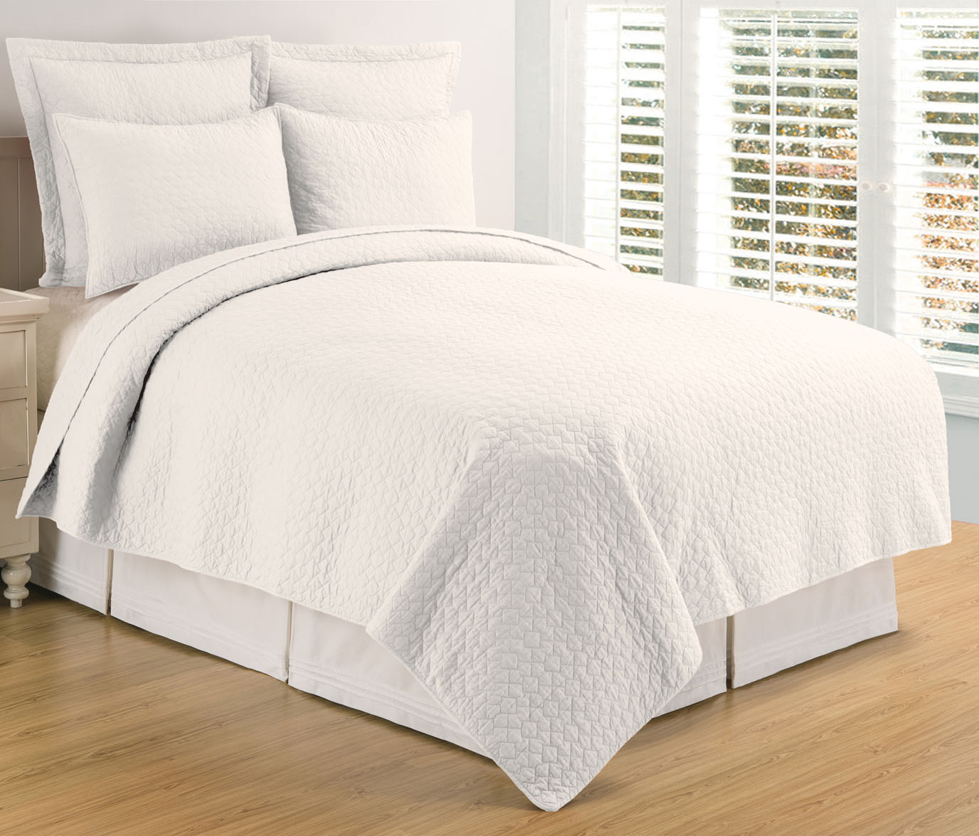 Regent White Twin Quilt Set