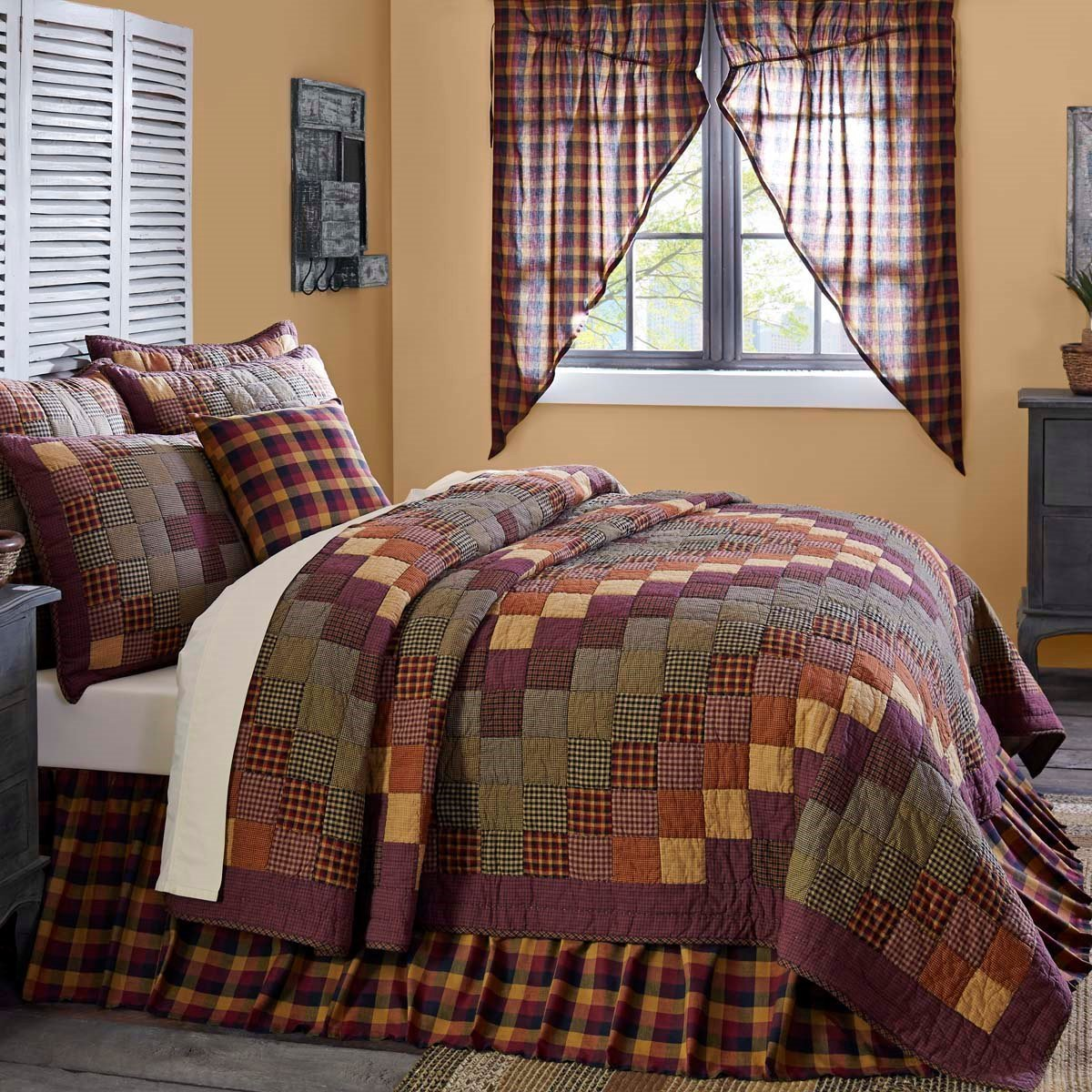 Heritage Farms Queen Quilt