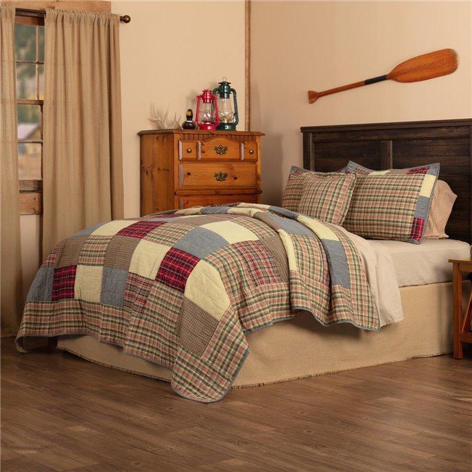 Rustic Plaid Patch Queen Quilt Set; 1-Quilt 90Wx90L w/2 Shams 21x27, 1-Pillow Cover 18x18 Thumbnail