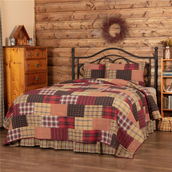 Wyatt California King Quilt Set; 1-Quilt 130Wx115L w/2 Shams 21x37 Thumbnail