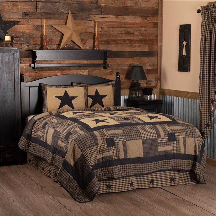 Black Check Star California King Quilt Set; 1-Quilt 130Wx115L w/2 Shams 21x37 Thumbnail