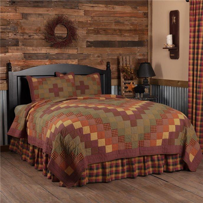 Heritage Farms Queen Quilt Set; 1-Quilt 90Wx90L w/2 Shams 21x27 Thumbnail